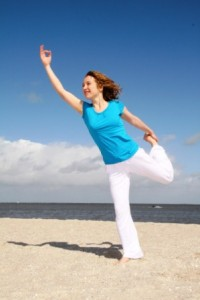 Natarajasana_am_Strand_Yoga_Vidya_Nordsee_36