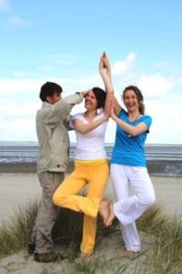 Yoga_Baum_am_Strand_Yoga_Vidya_Nordsee_12